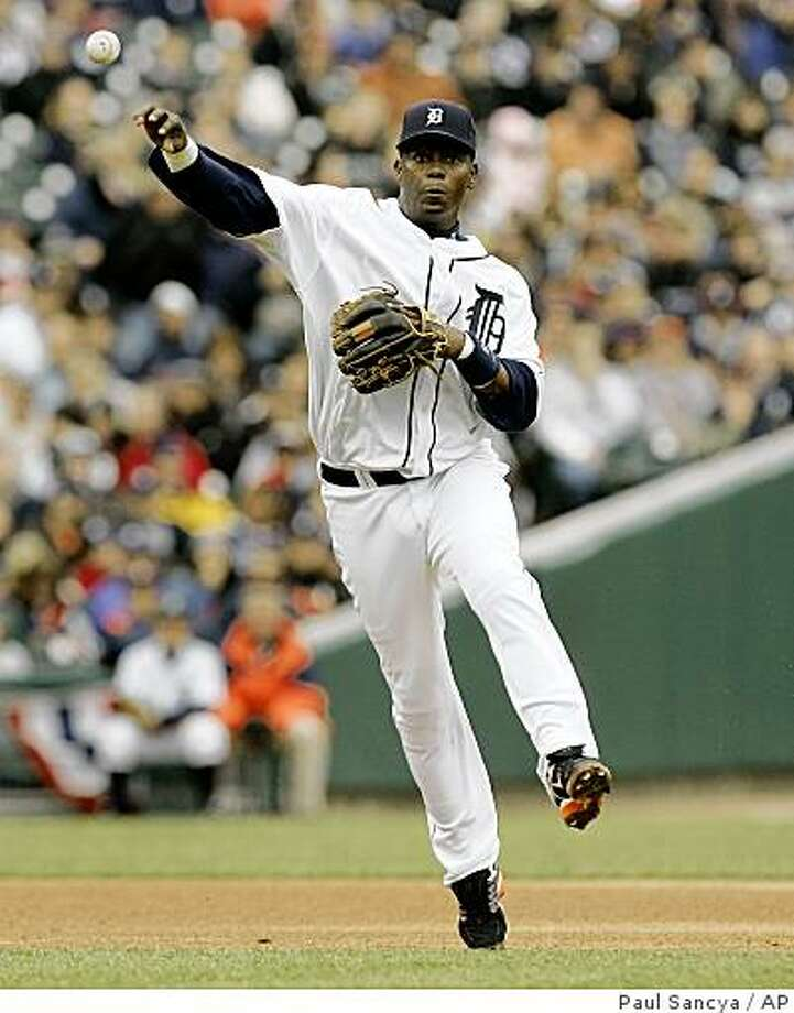 ** FILE ** This March 31, 2008 file photo shows Detroit Tigers shortstop Edgar Renteria throwing to first base against the Kansas City Royals in the third inning of a MLB baseball game in Detroit.  Renteria will become the second free agent to join the San Francisco Giants in as many days, with the team expected to announce Thursday Dec. 4, 2008 that he will replace 11-time Gold Glove shortstop Omar Vizquel.  Renteria will receive an $18.5 million, two-year contract. (AP Photo/Paul Sancya, File) Photo: Paul Sancya, AP