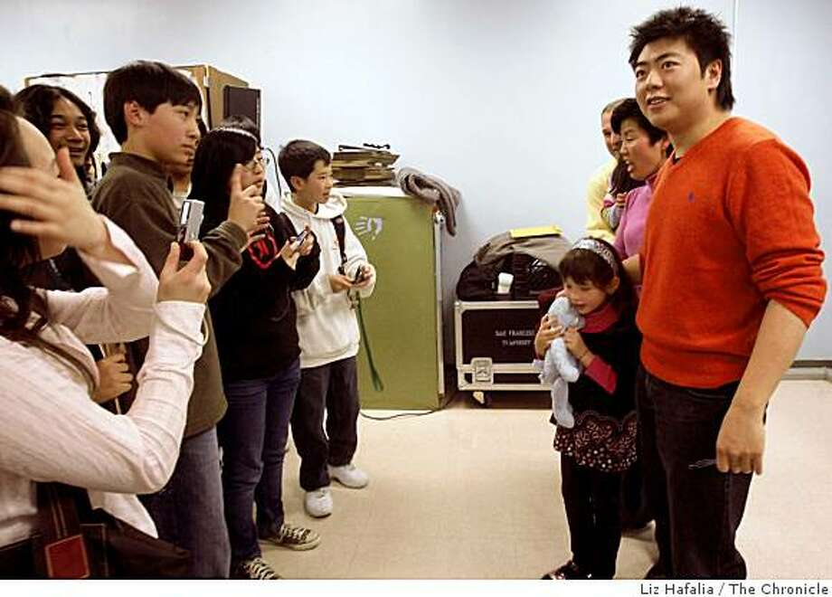 Chinese superstar pianist Lang Lang talking to music students at School of the Arts after performing on Monday, December 1, 2008 in San Francisco, Calif. Photo: Liz Hafalia, The Chronicle