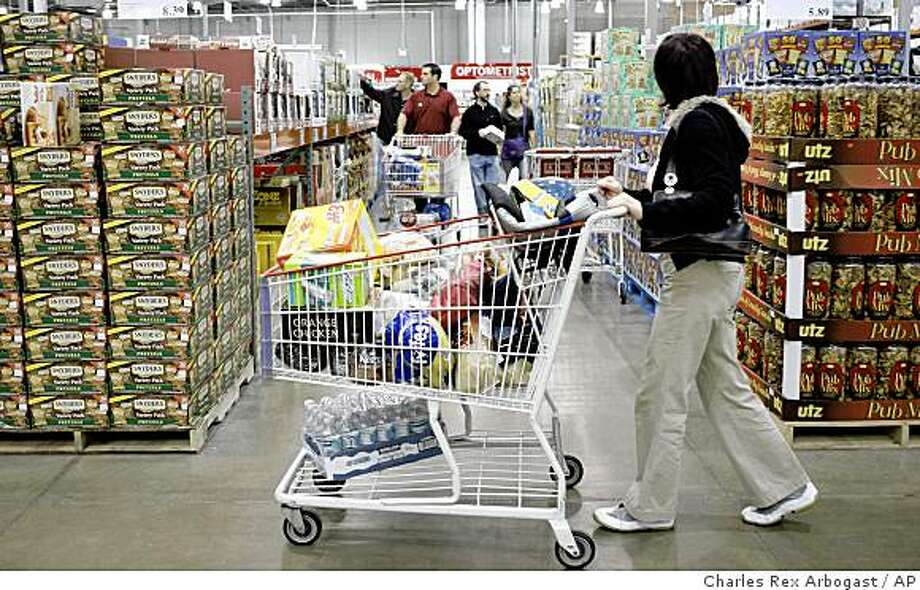 ** FILE ** In this Oct. 8, 2008 file photo, shoppers maneuver through the Costco store in the Lincoln Park neighborhood of Chicago.  Warehouse-store chain Costco Wholesale Corp. on Thursday, Dec. 4, 2008 said its same-store sales dropped 5 percent in November, dragged down by declining gas prices and foreign exchange rates. (AP Photo/Charles Rex Arbogast, file) Photo: Charles Rex Arbogast, AP