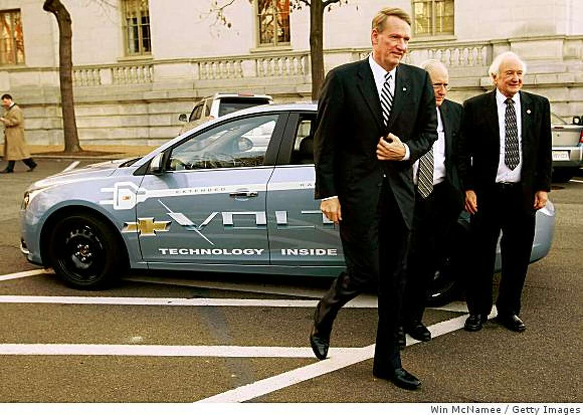 WASHINGTON - DECEMBER 04: Richard Wagoner Jr., Chairman and CEO of General Motors (L) arrives in a prototype electric vehicle for a Senate hearing with Sen. Carl Levin (D-MI) (C) and Rep. Sander Levin (D-MI) December 4, 2008 in Washington, DC. Top executives from the three major U.S. automakers are scheduled to appear before members of the Senate today to discuss proposed bailout legislation for their industry. (Photo by Win McNamee/Getty Images)