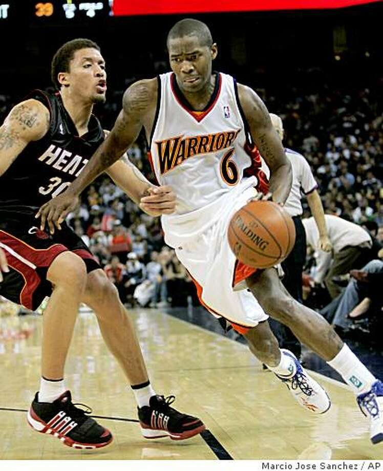 Golden State Warriors guard Jamal Crawford (6) dribbles past Miami Heat forward Michael Beasley (30) during the first half of an NBA basketball game in Oakland, Calif., Monday, Dec. 1, 2008.(AP Photo/Marcio Jose Sanchez) Photo: Marcio Jose Sanchez, AP