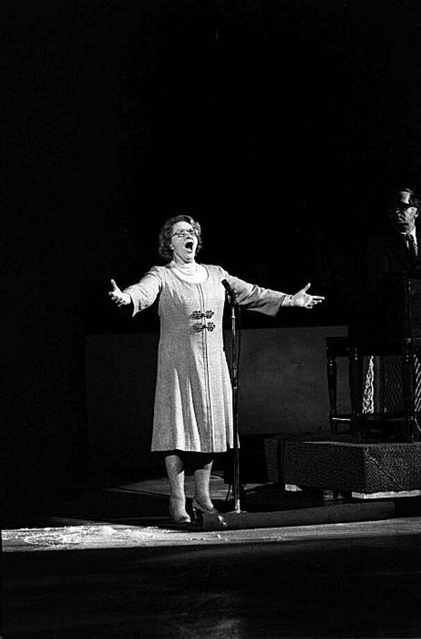 "Kate Smith sings ""God Bless America"" before the Stanley Cup playoffs in Philadelphia May 13, 1975 between New York Islanders and Philadelphia Flyers.  Smith has been tagged as a ""good luck charm for the Flyers."" Photo: AP"