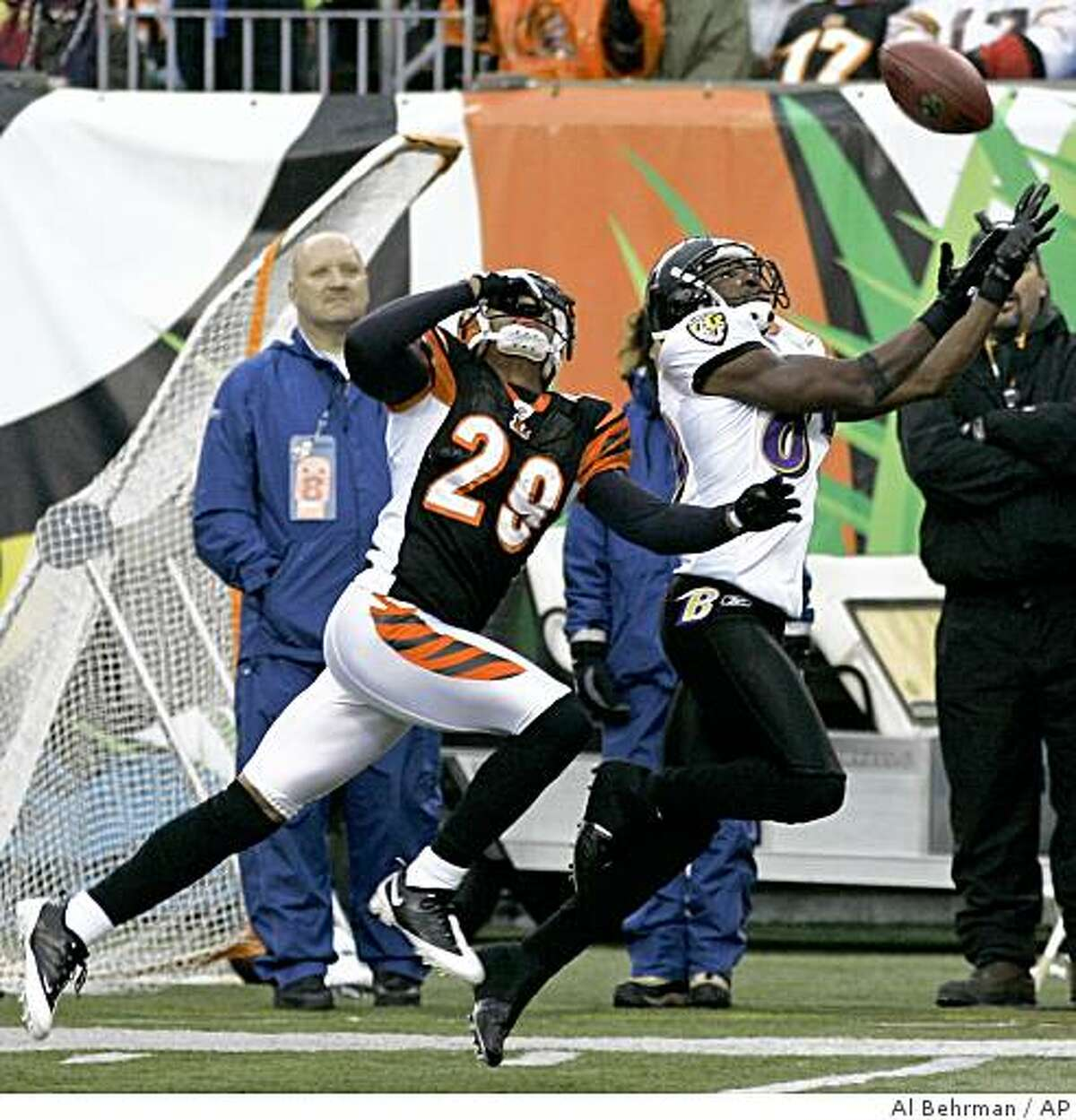 Baltimore Ravens receiver Mark Clayton (89) catches a 45-yard pass against Cincinnati Bengals cornerback Leon Hall (29) in the first quarter.