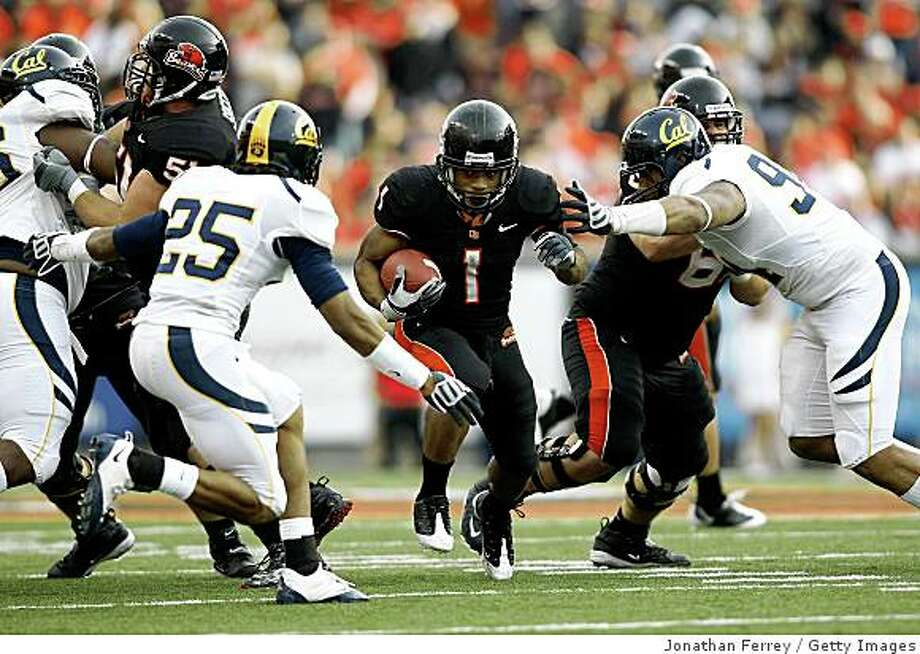 CORVALLIS, OR - NOVEMBER 15:  Jacquizz Rodgers #1 of the Oregon State Beavers runs with the ball against the California Golden Bears at Reser Stadium on November 15, 2008 in Corvalis, Oregon.  (Photo by Jonathan Ferrey/Getty Images) Photo: Jonathan Ferrey, Getty Images