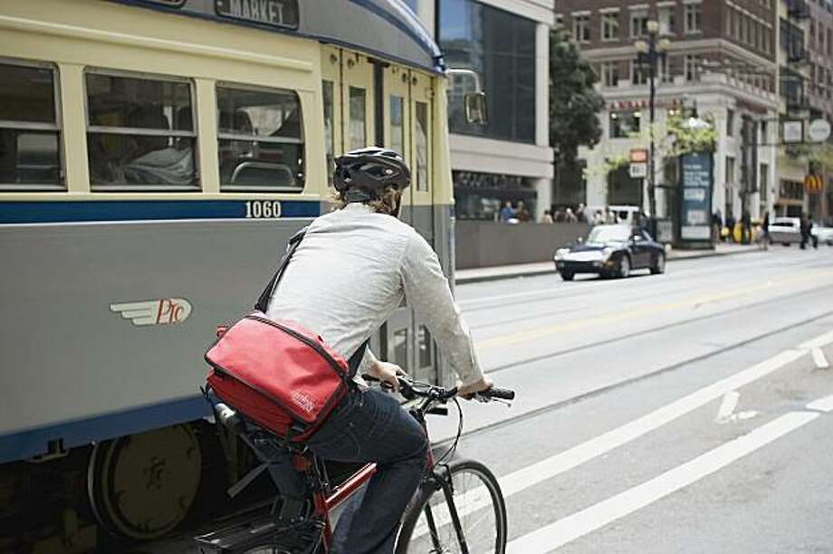 Navigating near buses is one of many challenges S.F. cyclists face. Photo: Dustin Jensen / Sfwiggle.com