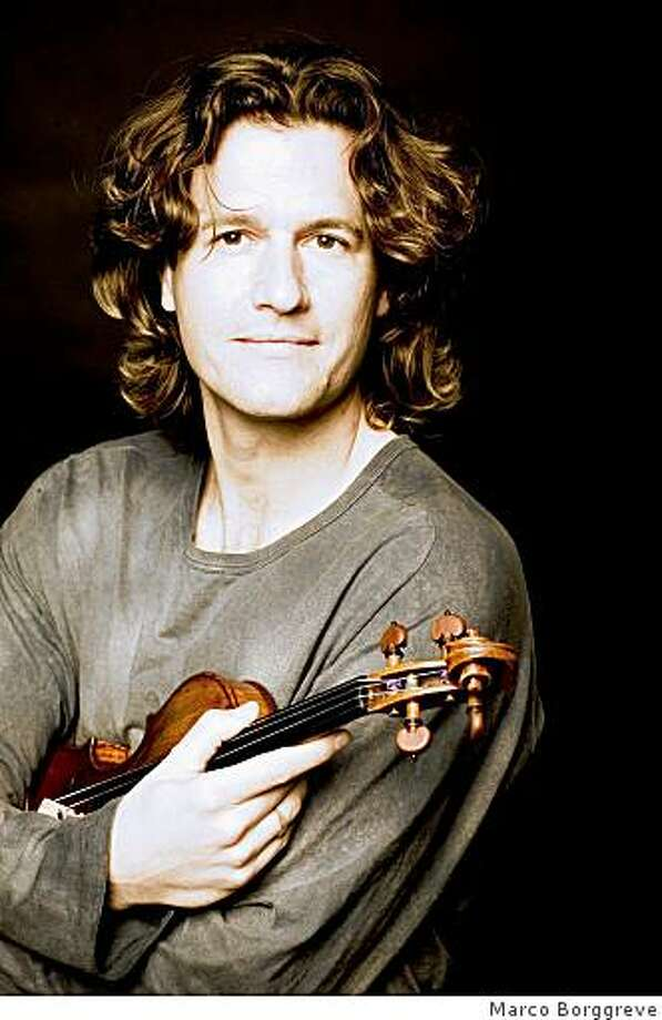 Violinist Geoff Nuttall Photo: Marco Borggreve