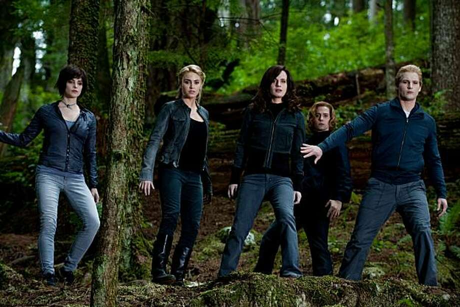 (L to R) ASHLEY GREENE, NIKKI REED, ELIZABETH REASER, JACKSON RATHBONE and PETER FACINELLI star in THE TWILIGHT SAGA: ECLIPSE. Photo: Kimberley French, Summit Entertainment