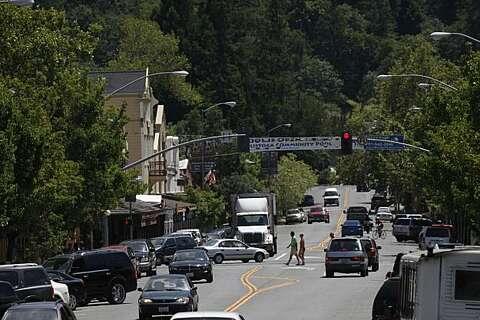Fatal big rig crash near Livermore spills fuel, snarls I-205 traffic