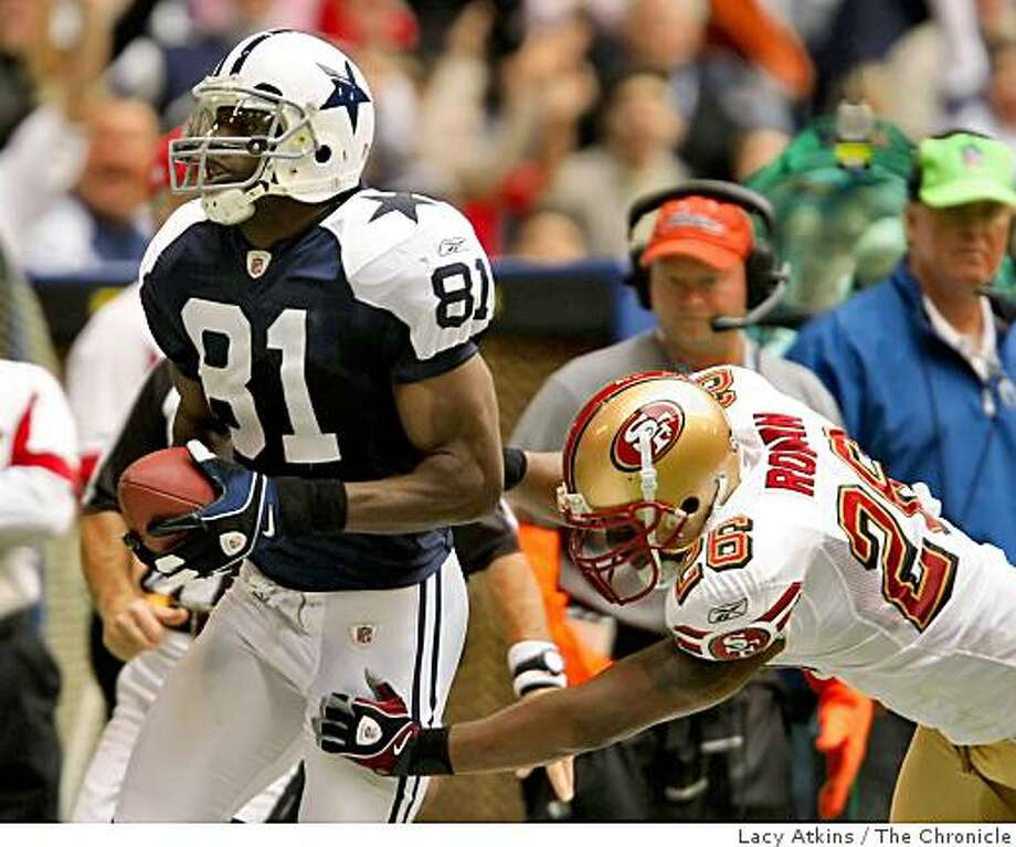 San Francisco 49ers  Mark Roman reaches for Dallas Cowboy Terrell Owens as he makes a touch down, Sunday Nov. 23, 2008 in Dallas Texas. Photo: Lacy Atkins, The Chronicle
