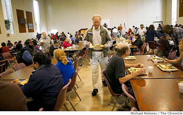 Philanthropist Bill Somerville, lunch tray in hand, looks for an empty chair at St. Anthony's Padua Dining Room in Menlo Park, Calif., on November 19, 2008 - one of the organizations he has given money to. Somerville was having lunch during a visit to the facility that serves 600 meals every day. Photo: Michael Maloney, The Chronicle