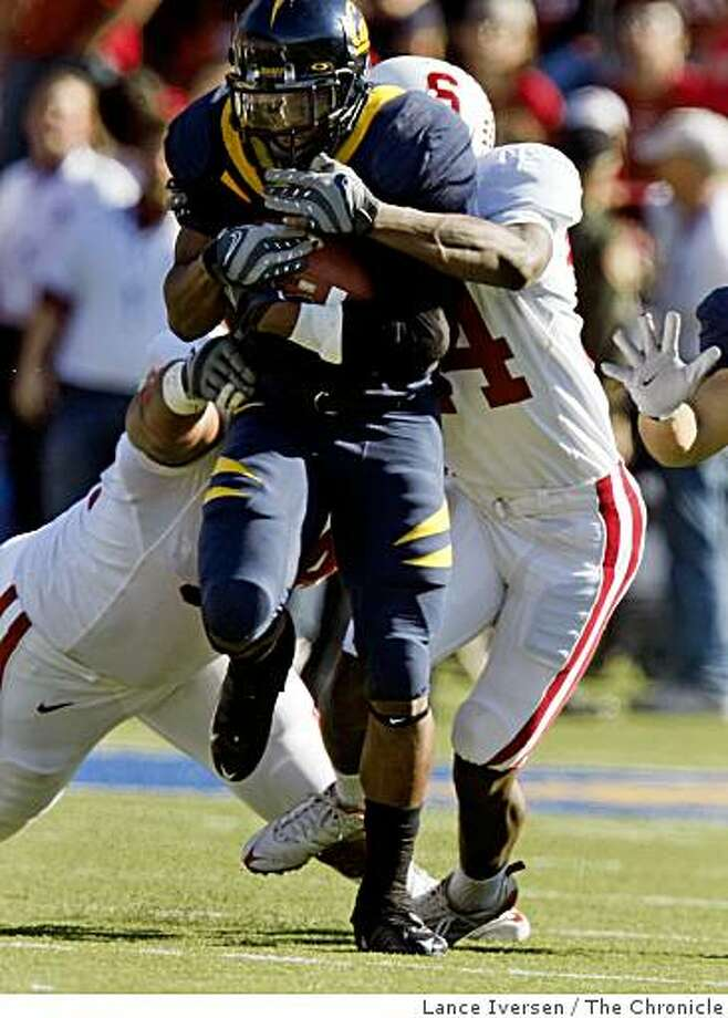 California running back Jahvid Best drags Stanford tacklers with him in first half action as California defeats Stanford 37-16 in the annual Big Game in Berkeley, Calif, on Saturday, Nov. 22, 2008. Photo: Lance Iversen, The Chronicle