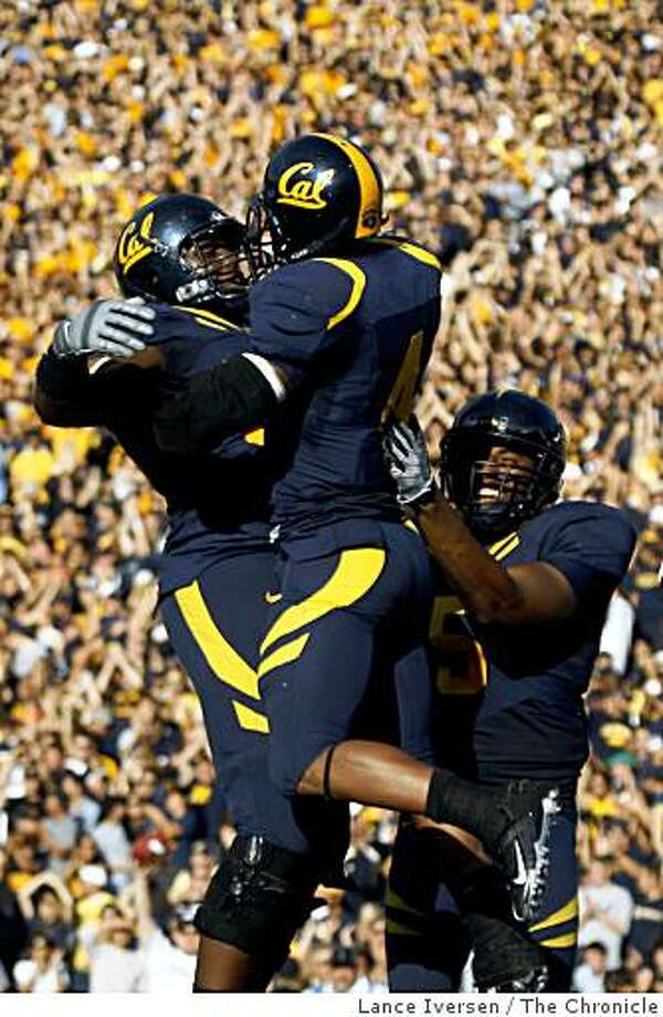 California running back Jahvid Best, center, celebrates one of his third quarter touchdowns with Donovan Edwards, left, and Cameron Morrah, right. California defeated Stanford 37-16 in the annual Big Game in Berkeley Calif., on Saturday, Nov. 22, 2008. Photo: Lance Iversen, The Chronicle