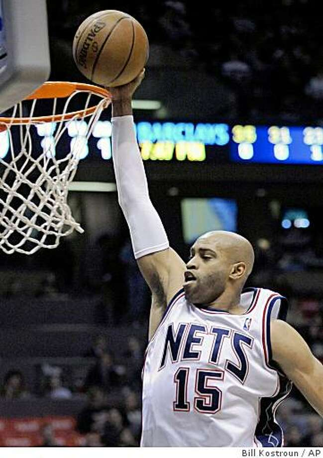 New Jersey Nets' Vince Carter goes on for a dunk during the first quarter of an NBA basketball game against the Los Angeles Clippers on Saturday night, Nov. 22, 2008, in East Rutherford, N.J. Carter scored 26 points as the Nets beat the Clippers 112-95. (AP Photo/Bill Kostroun) Photo: Bill Kostroun, AP