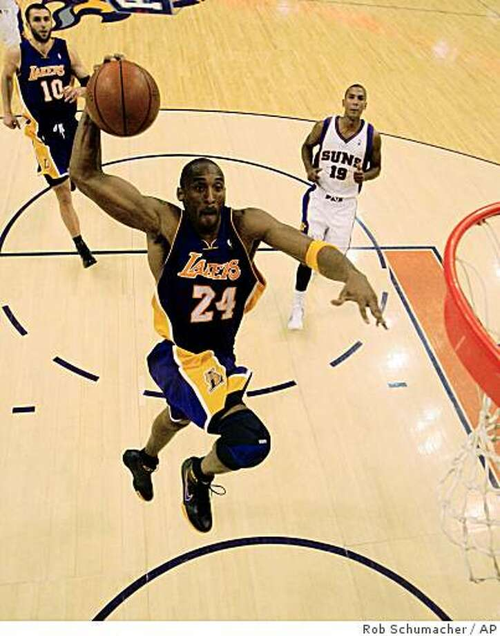 Los Angeles Lakers' Kobe Bryant dunks during an NBA basketball game against the Phoenix Suns on Thursday, Nov. 20, 2008, in Phoenix.  The Lakers won 105-92. (AP Photo/The Arizona Republic, Rob Schumacher) ** MARICOPA COUNTY OUT, MESA TRIBUNE OUT, MAGS OUT, NO SALES ** Photo: Rob Schumacher, AP