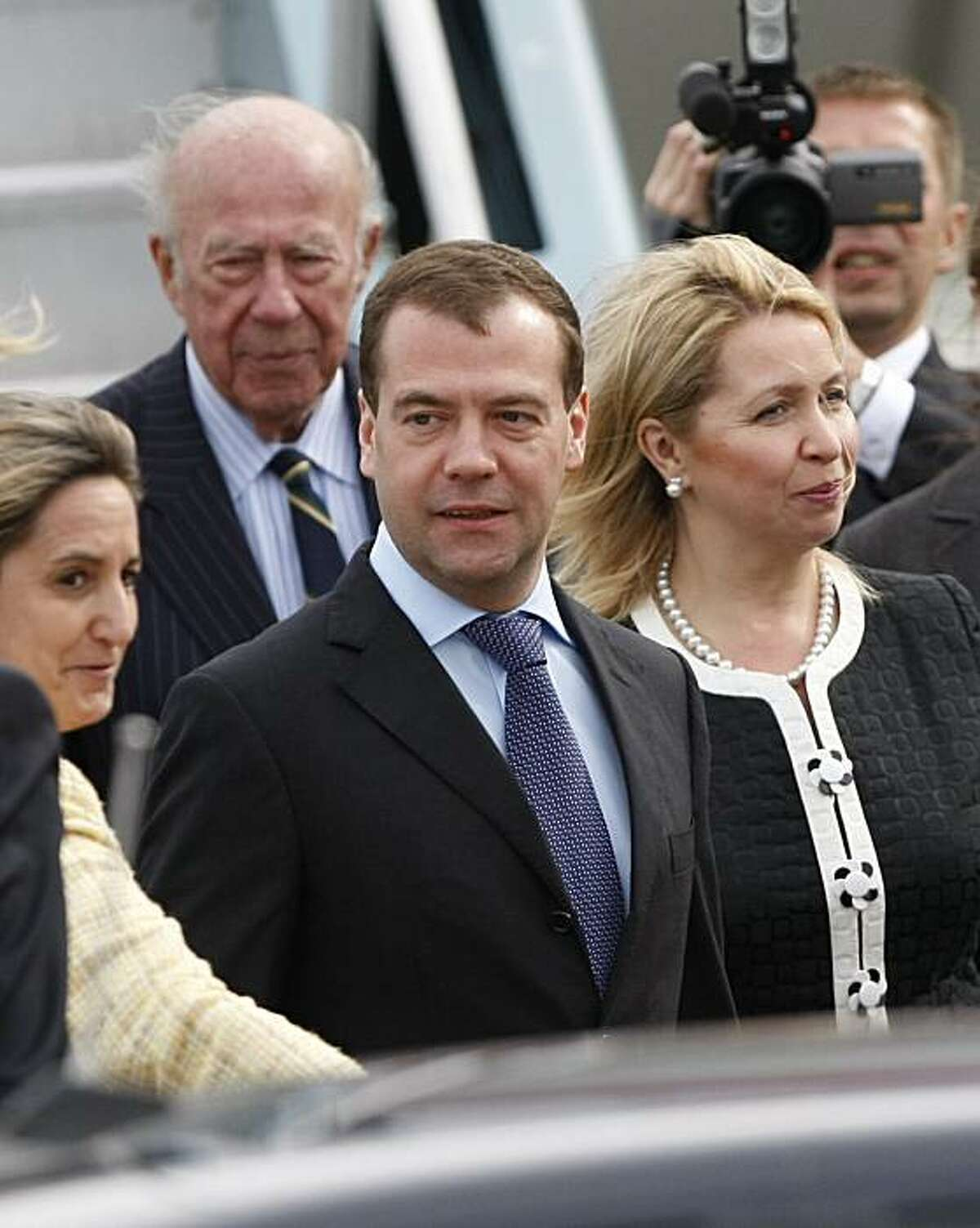 Russian President Dmitry Medvedev and his wife Svetlana, right, arrive in San Francisco, Tuesday, June 22, 2010. Medvedev is in California for a two-day visit to Silicon Valley. At rear left is former Secretary of State George Shultz.