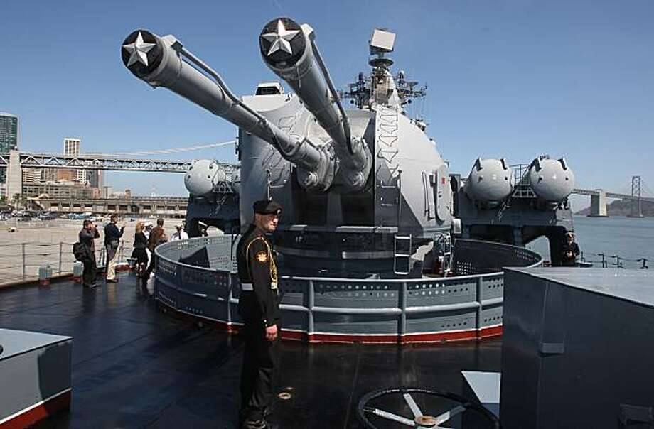 Dual purpose 200mm guns on the Varyag, a Russian guard missile cruiser at Pier 30-32 in San Francisco on Monday. Photo: Liz Hafalia, The Chronicle