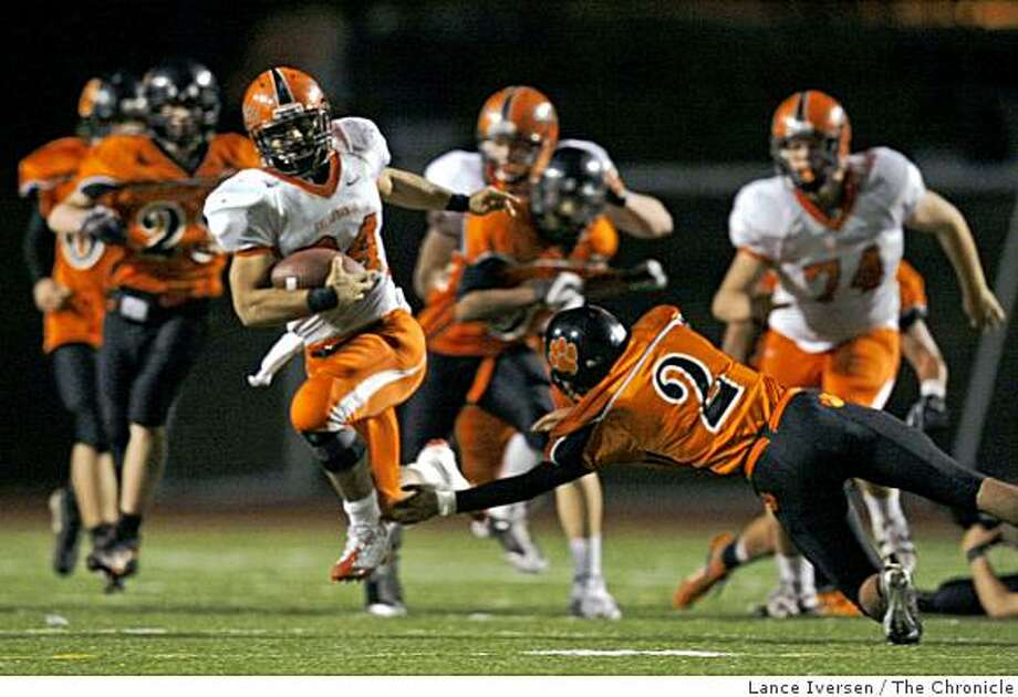 California Leroy Green breaks free from Washington's Mark Johnson for a touchdown run in Fremont Friday night  Nov 21, 2008 Photo: Lance Iversen, The Chronicle