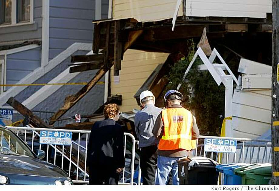 Officials investigate the scene of a Monday night explosion at 108 Congo St. that injured five people. Photo: Kurt Rogers, The Chronicle