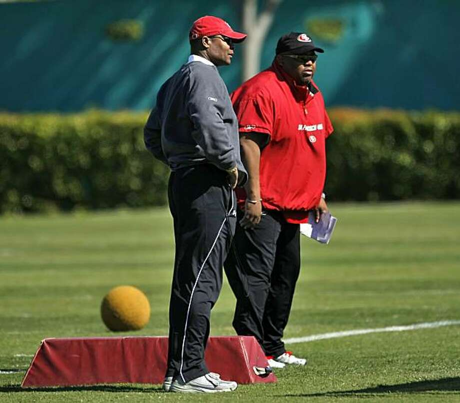 San Francisco 49ers coach Mike Singletary talks inside Linebackers coach Vantz Singletary as they watch the team practice, Friday April 30, 2010, in Santa Clara, Calif. Photo: Lacy Atkins, The Chronicle