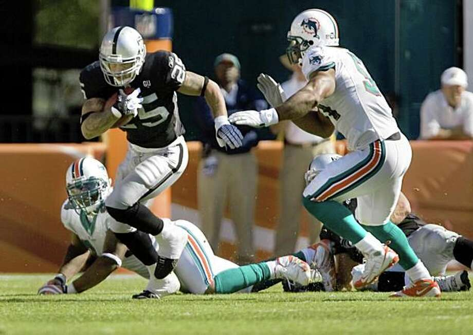 Justin Fargas makes first quarter yardage as the Miami Dolphins beat the Oakland Raiders 17-15 at Dolphins Stadium in Miami, Fla., on Sunday, Nov. 16, 2008. Photo: Kim Komenich, The Chronicle