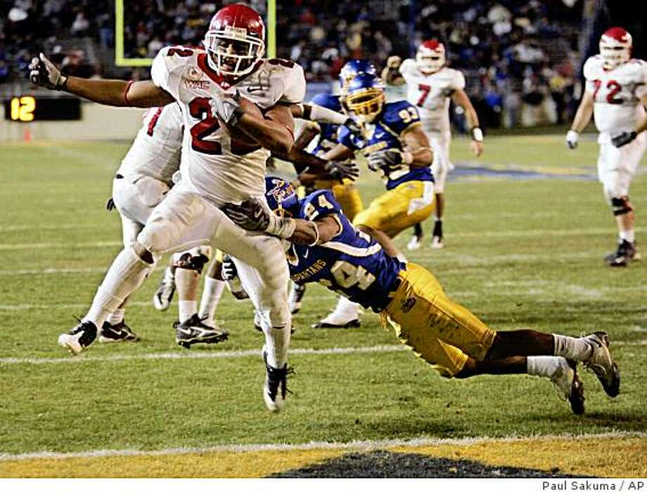 Fresno State running back Anthony Harding (22) scores a touchdown in front of San Jose State cornerback Devin Newsome (24) in the fourth quarter of an NCAA college football game in San Jose, Calif., Friday, Nov. 21, 2008. (AP Photo/Paul Sakuma) Photo: Paul Sakuma, AP