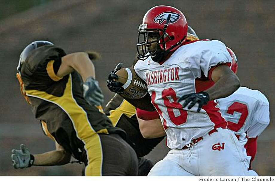 Solomon Walker (18) of the Washington Eagles runs for first down against the Mission Bears at Kezar Stadium in San Francisco, Calif., on November 20, 2008. Photo: Frederic Larson, The Chronicle
