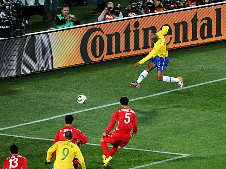 JOHANNESBURG, SOUTH AFRICA - JUNE 15:  Maicon of Brazil scores the opening goal during the 2010 FIFA World Cup South Africa Group G match between Brazil and North Korea at Ellis Park Stadium on June 15, 2010 in Johannesburg, South Africa. Photo: Ian Walton, Getty Images