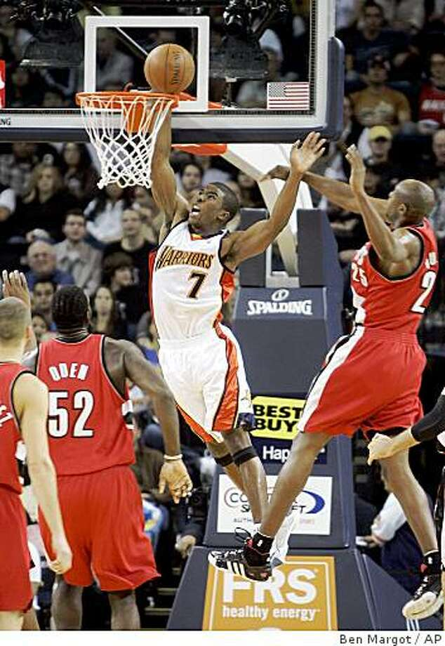 Golden State Warriors' Kelenna Azubuike lays up a shot over Portland Trail Blazers Greg Oden (52) and Travis Outlaw (25) in the first half Tuesday, Nov. 18, 2008, in Oakland. Photo: Ben Margot, AP