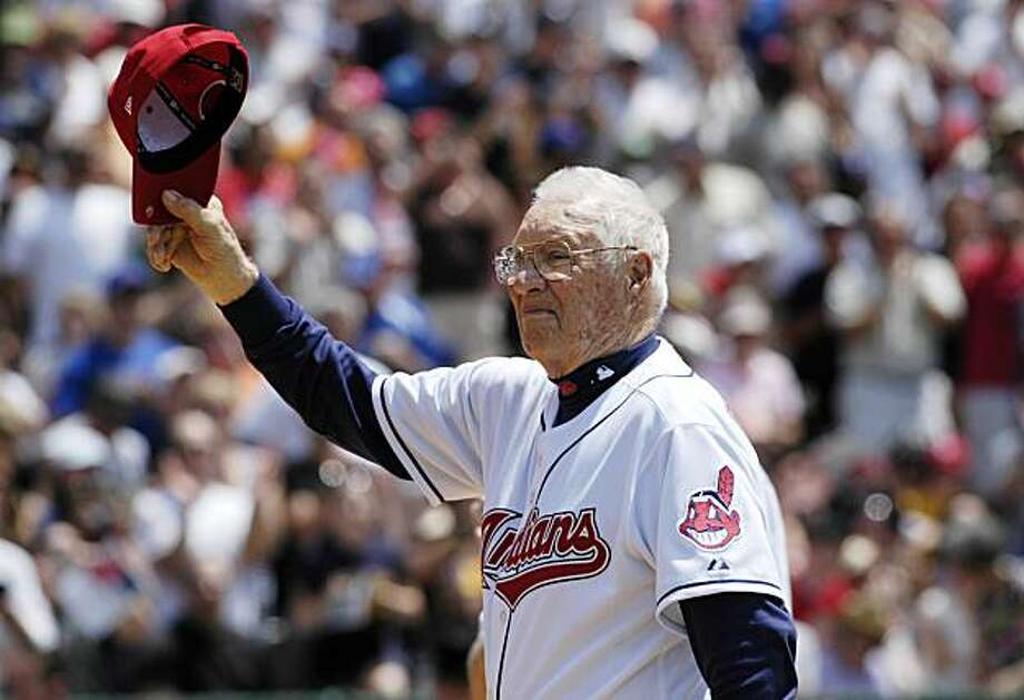 Hall of Famer Bob Feller, who pitched for the Cleveland Indians, acknowledges the crowd before the Hall of Fame Classic baseball game in Cooperstown, N.Y., Sunday, June 20, 2010. Photo: Kevin Rivoli, AP