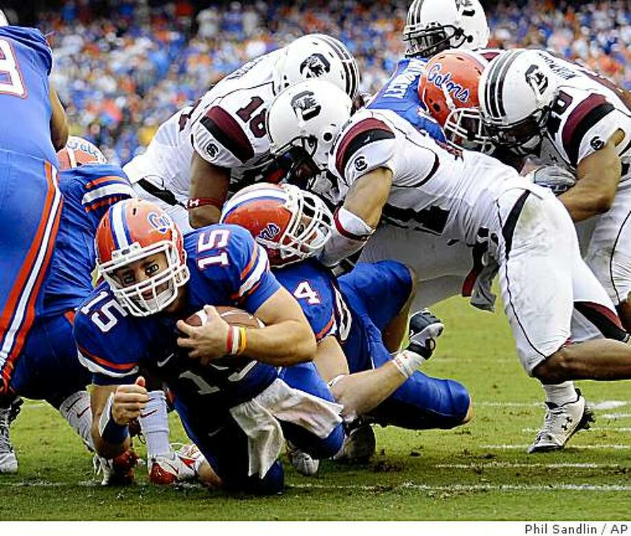 Florida quarterback Tim Tebow (15) punches through the South Carolina defense for a one-yard touchdown run during the first half of an NCAA college football game in Gainesville, Fla., Saturday, Nov. 15, 2008. (AP Photo/Phil Sandlin) Photo: Phil Sandlin, AP