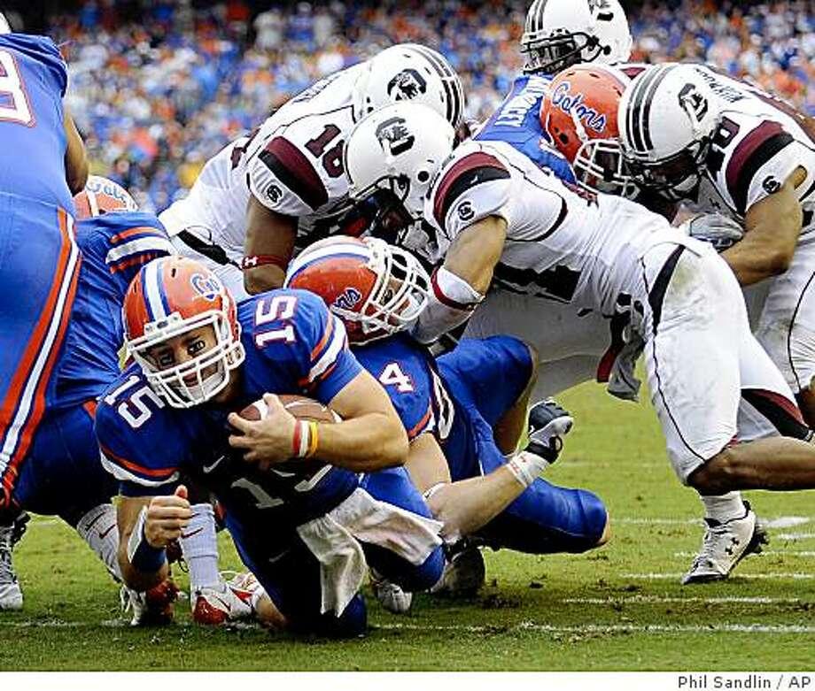 Florida quarterback Tim Tebow (15) punches through the South Carolina defense for a one-yard touchdown run during the first half of an NCAA college football game in Gainesville, Fla., Saturday, Nov. 15, 2008. (AP Photo/Phil Sandlin) Photo: Phil Sandlin, AP