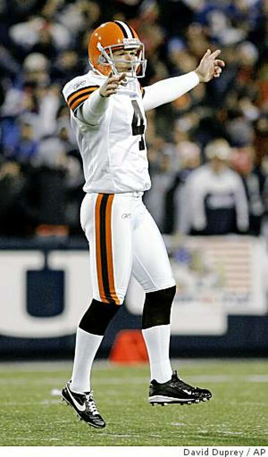 Cleveland Browns' Phil Dawson celebrates his 56-yard field goal against the Buffalo Bills during the fourth quarter of an NFL football game at Ralph Wilson Stadium in Orchard Park, N.Y., Monday, Nov. 17, 2008. The Browns won 29-27. (AP Photo/David Duprey) Photo: David Duprey, AP