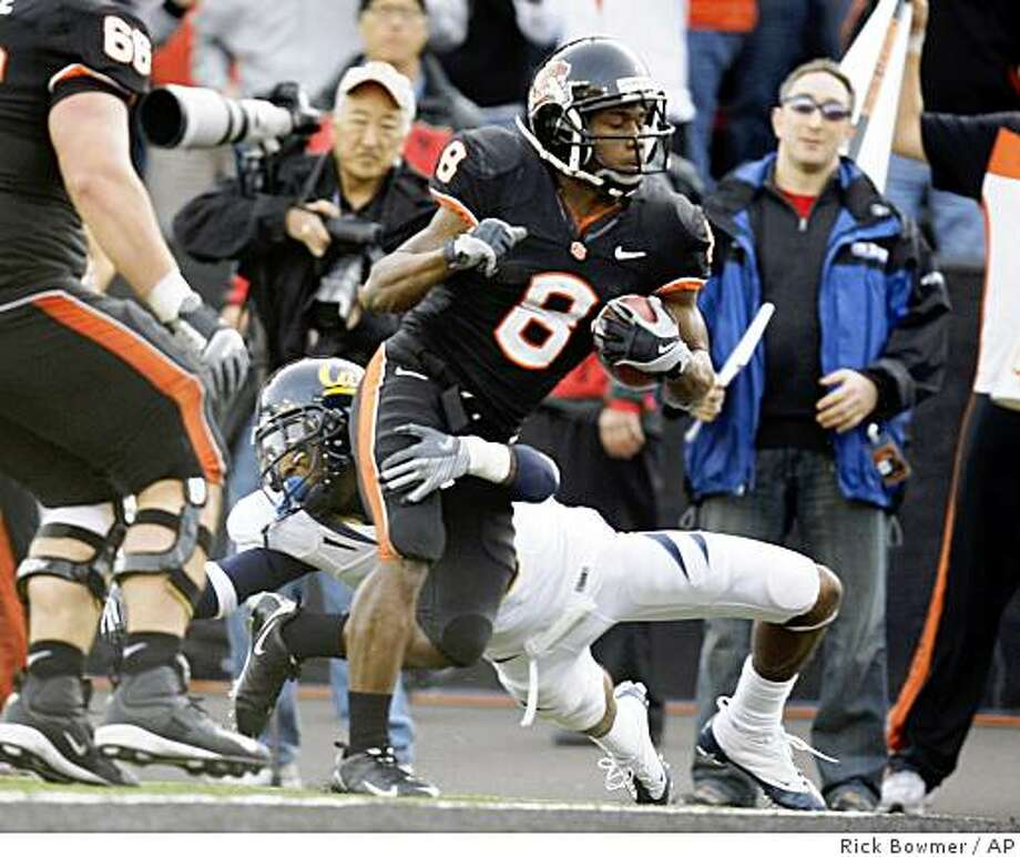 Oregon State's James Rodgers (8) brakes a tackle from California's Darian Hagan before scoring in the third quarter of an NCAA college football game Saturday, Nov. 15, 2008, in Corvallis, Ore. Oregon State defeated California 34-21. (AP Photo/Rick Bowmer) Photo: Rick Bowmer, AP
