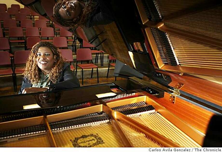 Jazz pianist and educator Dee Spencer, who teaches at SF State, where she's leading a vocal jazz ensemble in a performance of Stevie Wonder's music at State's upcoming jazz festival. Photo: Carlos Avila Gonzalez, The Chronicle