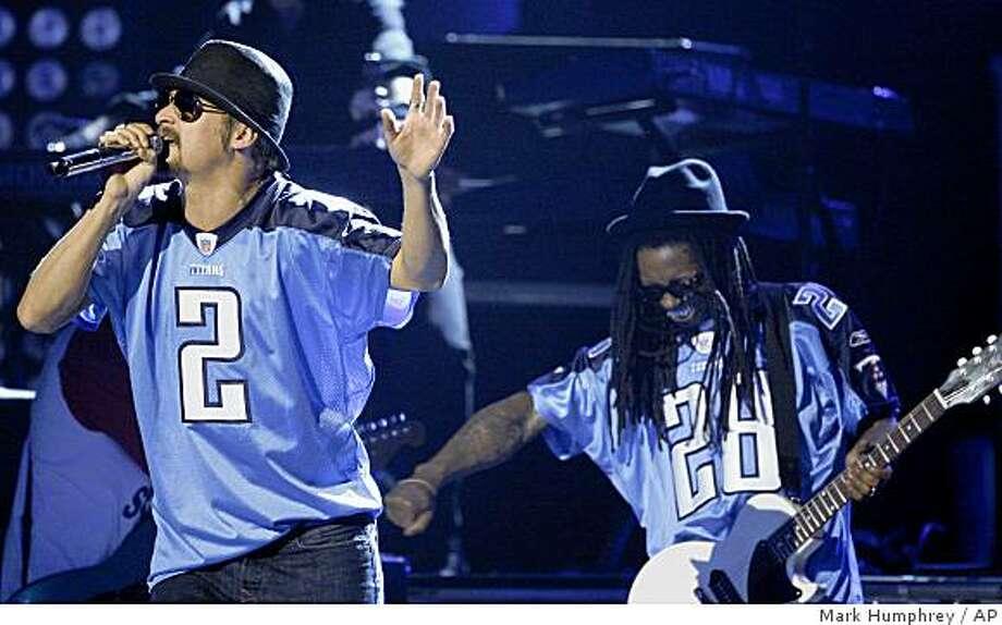 Kid Rock, left, and Lil' Wayne at the 42nd Annual CMA Awards on Wednesday Nov. 12, 2008 in Nashville, Tenn. Photo: Mark Humphrey, AP