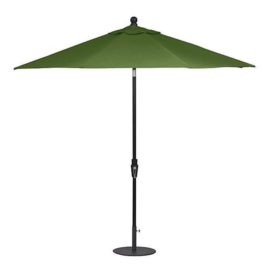 Meridian Round Sunbrella, Crate & Barrel. Photo: Crate & Barrel