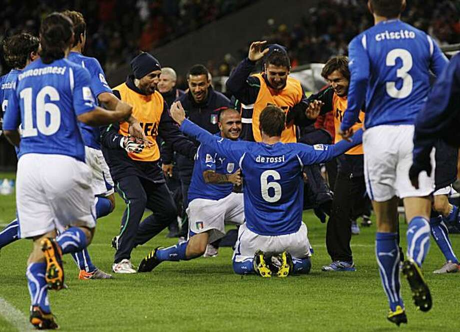 Italian players celebrate after with Italy's Daniele De Rossi, center right, after he scored during the World Cup group F soccer match between Italy and Paraguay in Cape Town, South Africa, Monday, June 14, 2010. Photo: Roberto Candia, AP