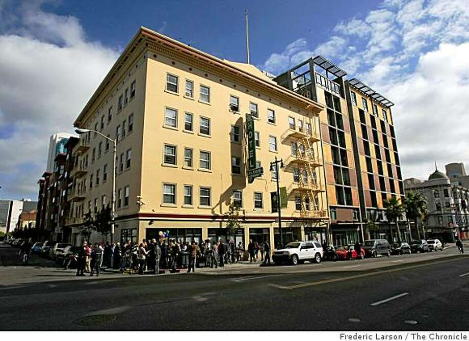 Crowds of people came to the grand opening of the Sixth Street Self-Help Center in San Francisco, Calif., on Monday November 10, 2008. Photo: Frederic Larson, The Chronicle