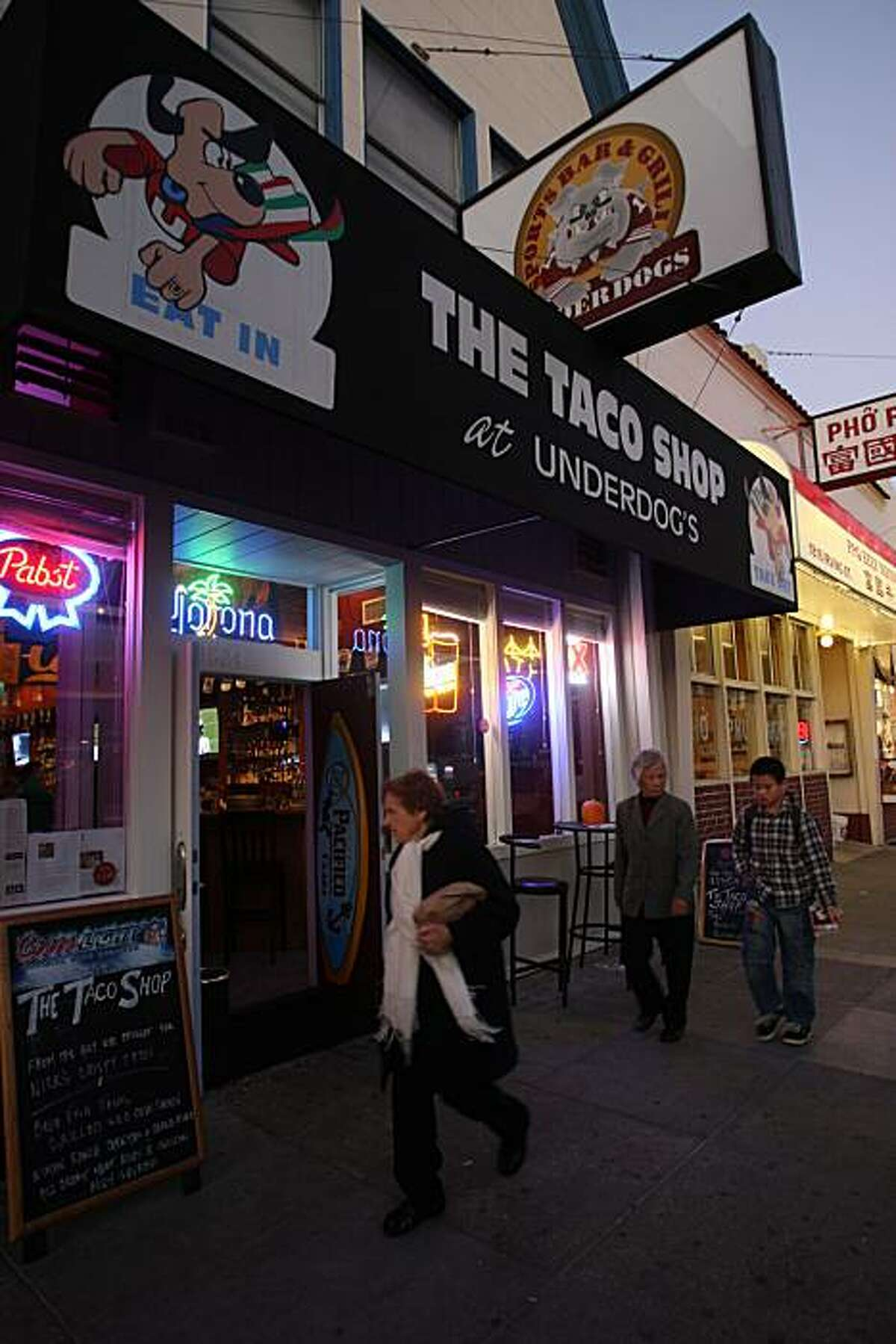 Underdogs Sports Bar & Grill in San Francisco, CA., on Thursday, November 6, 2008.