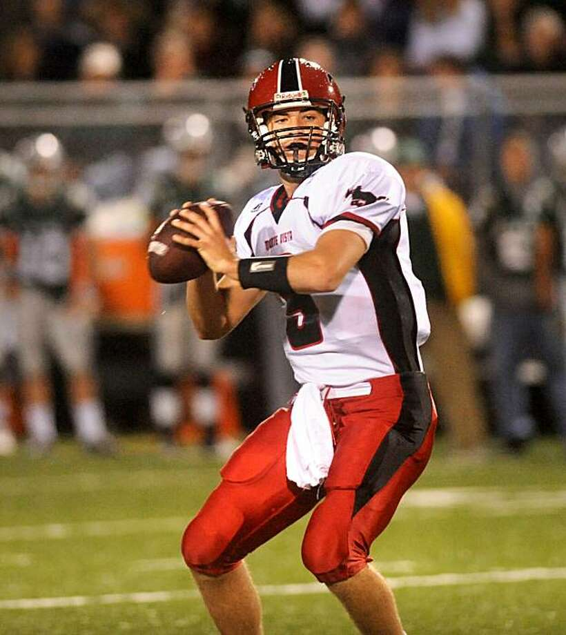 Monte Vista quarterback Brett Nottingham passes during a game against De La Salle on Friday, Oct. 31, 2008, in Concord, Calif. Photo: Noah Berger, Special To The Chronicle