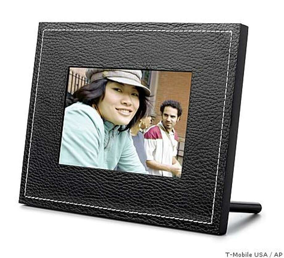 ***HFR Thursday Nov. 6, at 12:01 a.m.**In this undated image provided by T-Mobile USA, showing a Cameo, digital picture frame that can receive picture messages over the cellular network. (AP Photo/T-Mobile USA) **NO SALES** Photo: T-Mobile USA, AP