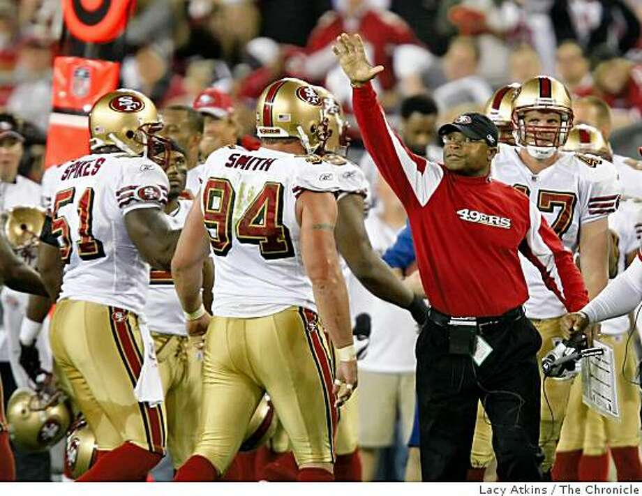 San Francisco 49ers coach Mike Singletary congratulates his defense for stopping the Arizona Cardinals, Monday Nov. 10, 2008, in Phoenix, Az. Photo: Lacy Atkins, The Chronicle