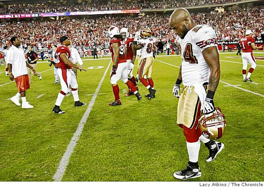 San Francisco 49ers  Michael Robinson bows his head after the Arizona Cardinals, defeated the 49ers , 29-24, Monday Nov. 10, 2008, in Phoenix, Az. Photo: Lacy Atkins, The Chronicle