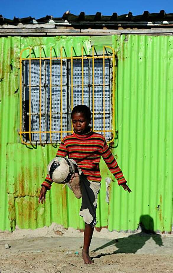 CAPE TOWN, SOUTH AFRICA - JUNE 09:  Local children play football in the Khayelitsha Township on June 9, 2010 in Cape Town, South Africa. Photo: Laurence Griffiths, Getty Images