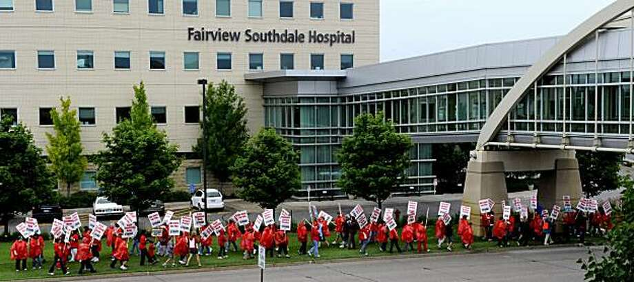 Nurses picket outside the Fairview Southdale Hospital Thursday, June 10, 2010 in Edina, Minn. More than 12,000 nurses launched a one-day strike Thursday at 14 Minnesota hospitals, all in the Minneapolis-St. Paul area, in a dispute over staffing levels andpension benefits. Photo: Jim Mone, AP