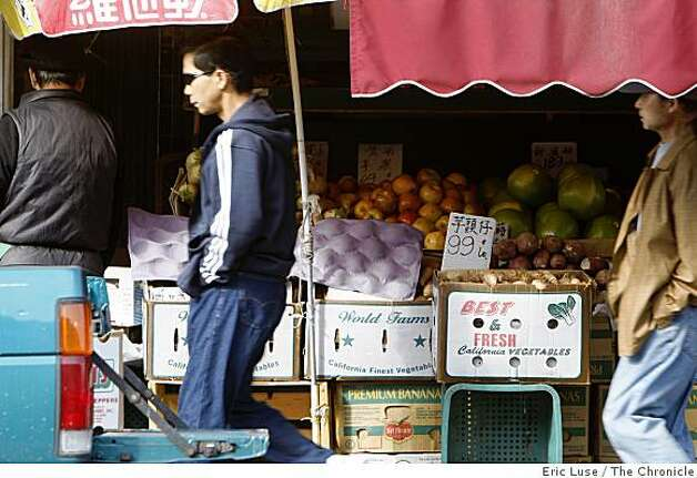 Ken Wah Market with fresh fruit outside in Oakland  Chinatown's photographed on Webster Street on Monday, November 10, 2008. Photo: Eric Luse, The Chronicle