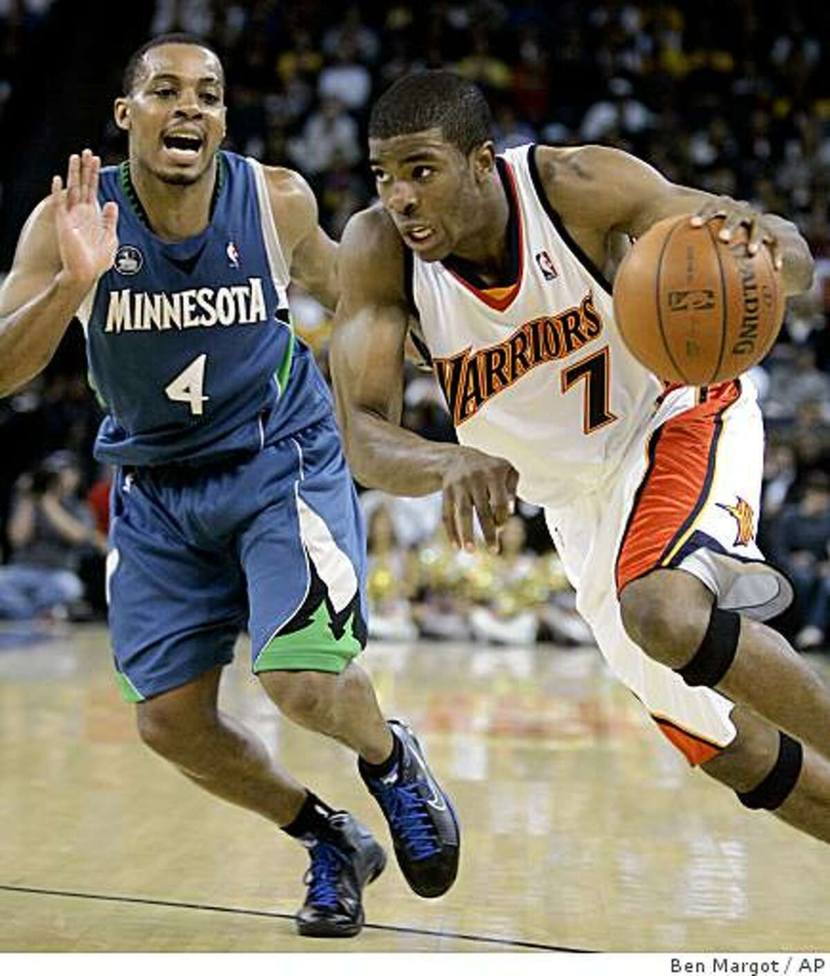 Golden State Warriors' Kelenna Azubuike (7) drives against Minnesota Timberwolves' Randy Foye (4) during the first half of an NBA basketball game Tuesday, Nov. 11, 2008, in Oakland, Calif. (AP Photo/Ben Margot)