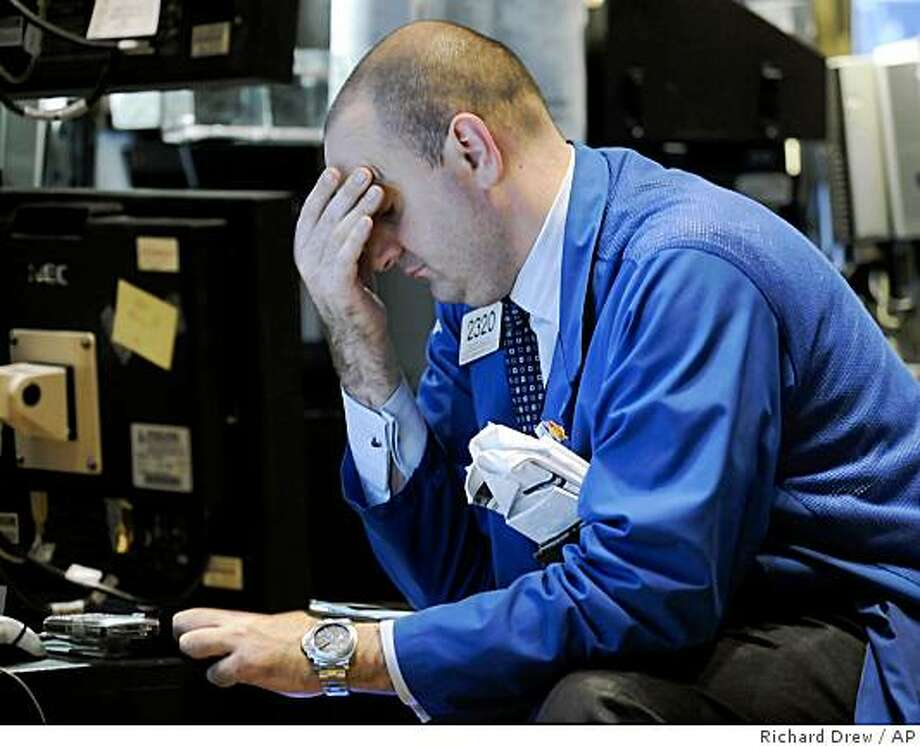 Specialist Peter Giacchi works at his post on the floor of the New York Stock Exchange Thursday, Nov. 6, 2008. Wall Street has plunged for a second day as weak economic and corporate data are triggering broad fears about the economy. (AP Photo/Richard Drew) Photo: Richard Drew, AP