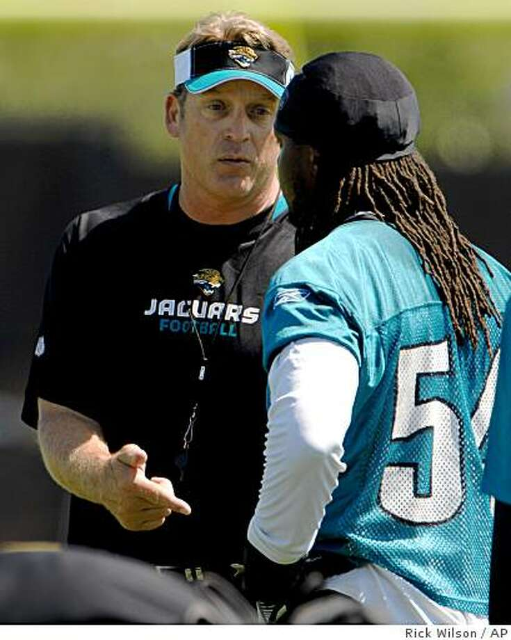 ** FILE ** This is a June 7, 2008 file photo showing Jacksonville Jaguars head coach Jack Del Rio, left, talking with linebacker Mike Peterson during the mini-camp practice session in Jacksonville, Fla. Del Rio sent linebacker Mike Peterson home Wednesday Nov. 5, 2008, two days after Del Rio questioned his team's chemistry. (AP Photo/The Florida Times-Union, Rick Wilson) ** MAGS OUT, TV OUT ** Photo: Rick Wilson, AP