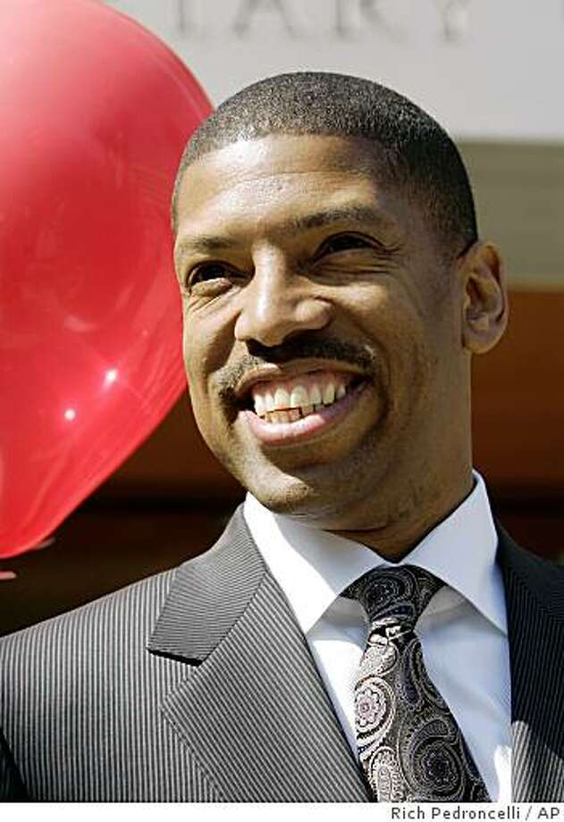 Sacramento mayoral candidate and former NBA star Kevin Johnson appears at a news conference in Sacramento, Calif.,  Wednesday, Sept. 10, 2008.  Johnson is trying to unseat two-term incumbent Heather Fargo. (AP Photo/Rich Pedroncelli) Photo: Rich Pedroncelli, AP